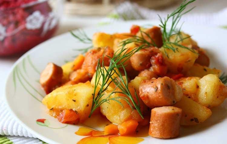 Печеная-картошка-с-сыром-и-сосисками